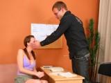 Vidéo porno mobile : La discipline s'apprend par la fessée!